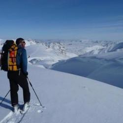 Sneeuwwandelreizen: wandelen in een witte wonderwereld